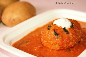 Dum Aloo (Potatoes cooked in creamy sauce)